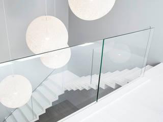 ST885 Białe schody dywanowe / ST885 White Zigzag Stairs Trąbczyński Koridor & Tangga Minimalis