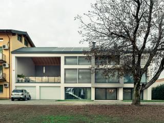 casa ROSS Case in stile minimalista di Marg Studio Minimalista