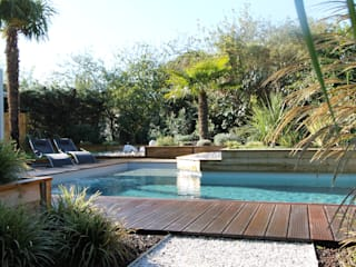 Modern Pool by bureau d'etudes jardins KAEL Modern