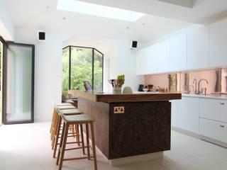 Wanstead Village Kitchen:   by Phillips Design Studio
