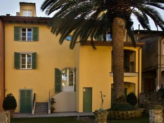 Casas de estilo clásico de C+A Caponi Arrighi architetti associati Clásico