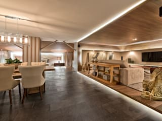 โดย Riskalla & Mueller Arquitetura e Interiores โมเดิร์น