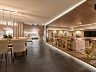 Ruang Keluarga Modern Oleh Riskalla & Mueller Arquitetura e Interiores Modern