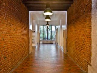 P8 apartment | Segno Italiano® showroom | Milan | ingresso:  in stile  di Segno Italiano®