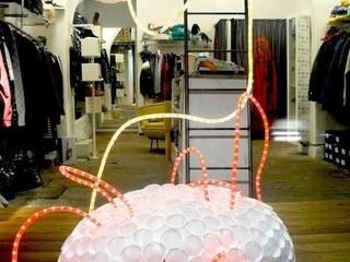 Allestimento - Lo Spazio Shop 2010:  in stile  di Michela Brondi