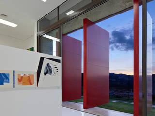 Vista interna da galeria de arte.:   por Humberto Hermeto,Moderno