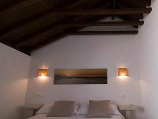 APARTAMENTOS FARIÑAS Hoteles de estilo mediterráneo de Cn Interiorismo Mediterráneo