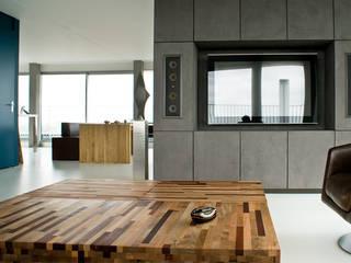 Penthouse:  Woonkamer door CioMé, Minimalistisch