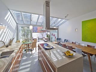 Tropical style kitchen by Florian Eckardt - architectinamsterdam Tropical