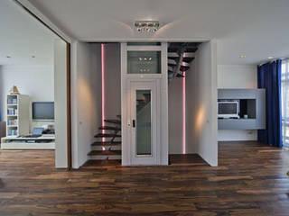 Pasillos, vestíbulos y escaleras de estilo tropical de Florian Eckardt - architectinamsterdam Tropical