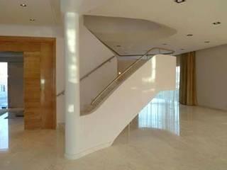 Modern Corridor, Hallway and Staircase by Florian Eckardt - architectinamsterdam Modern