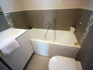 現代浴室設計點子、靈感&圖片 根據 Fersini Marco - Pavimenti e Rivestimenti interni ed esterni 現代風