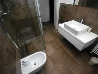 Baños de estilo moderno de Fersini Marco - Pavimenti e Rivestimenti interni ed esterni Moderno