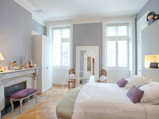 Dormitorios de estilo clásico de Sandrine RIVIERE Photographie Clásico