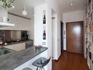 Cocinas de estilo moderno por gk architetti  (Carlo Andrea Gorelli+Keiko Kondo)