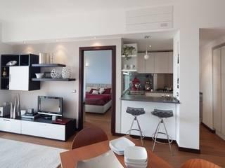 Ruang Keluarga oleh gk architetti  (Carlo Andrea Gorelli+Keiko Kondo), Modern