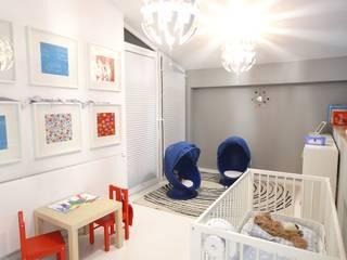 """Apartament """"Bronowice Residence"""", ul. Chełmońskiego, Kraków - projekt 2012/2013r, zrealizowany w 2014 Minimalistyczny pokój dziecięcy od Orange Studio Minimalistyczny"""