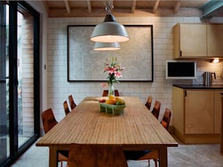 Dining Table with enamel lamp shades homify Modern dining room