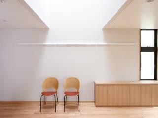 宮坂の家(天空光の家): 中川龍吾建築設計事務所が手掛けたダイニングです。