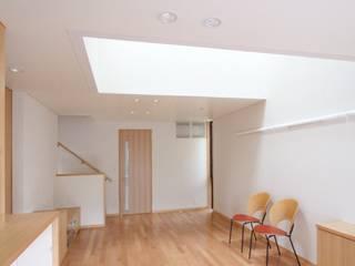 宮坂の家(天空光の家): 中川龍吾建築設計事務所が手掛けたリビングです。