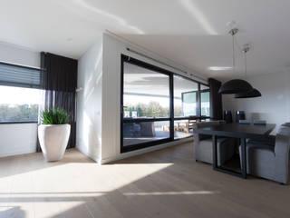penthouse Moderne woonkamers van Interieurvormgeving Inez Burvenich Modern