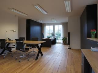 Kantoor aan huis:  Studeerkamer/kantoor door Antonisseninterieurbouw, Modern