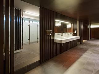 Entrada duchas: Vestidores de estilo  de DECONS  GKAO S.L.