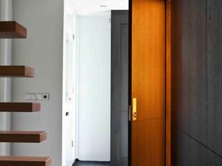 a-LEX Pasillos, halls y escaleras minimalistas