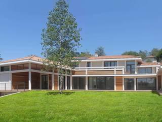 Maison à Charbonnières les Bains: Maisons de style de style Classique par ak architectes