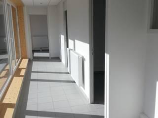 Centre Départemental de Faverges Espaces de bureaux modernes par José villot architecte Moderne