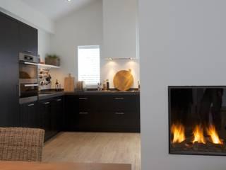 Maatwerk interieur van vakantiewoning:  Keuken door Antonisseninterieurbouw, Modern