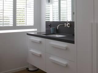 Badkamer meubel op maat gemaakt:   door Antonisseninterieurbouw