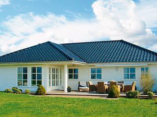 Case in stile scandinavo di Akost GmbH 'Ihr Traumhaus aus Norwegen' Scandinavo