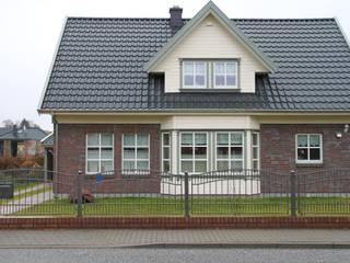 Haustyp Axel mit Klinkerfassade:  Häuser von Akost GmbH  'Ihr Traumhaus aus Norwegen'