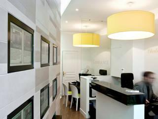 Agence immobilière Locaux commerciaux & Magasin modernes par RM archi sàrl Moderne