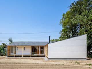 A House In The Fields Casas estilo moderno: ideas, arquitectura e imágenes de 株式会社 中山秀樹建築デザイン事務所 Moderno