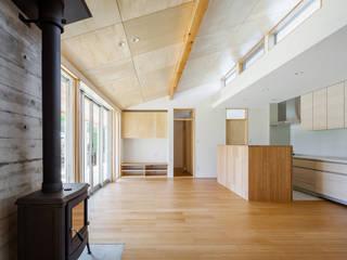 鴻巣の曲り家 モダンデザインの リビング の 株式会社 中山秀樹建築デザイン事務所 モダン