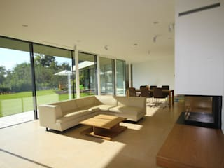 Schwebender Bügel in Graz Moderne Wohnzimmer von KARL+ZILLER Architektur Modern