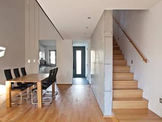 Modern living room by Lecke Architekten Modern