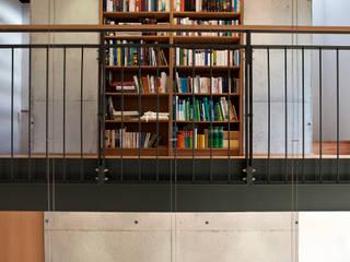Modern corridor, hallway & stairs by Lecke Architekten Modern