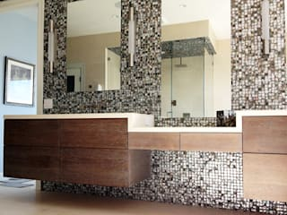 Black Lip Mother of Pearl in Bathroom Renovation in Kentfield, California, USA ShellShock Designs Salle de bain moderne