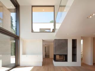 Wohnraum: moderne Wohnzimmer von ARCHITEKTEN BRÜNING REIN