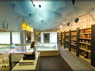 Tienda Makallau etxea.. Espacios comerciales de estilo moderno de Estudio TYL Moderno
