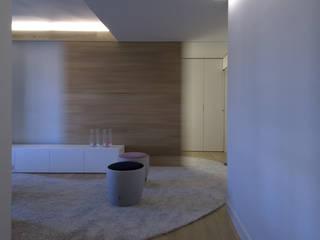 Piso en Konbenio.. Salones de estilo moderno de Estudio TYL Moderno