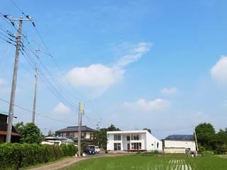 天にそそりあがるR屋根の家(川越増形の家): 大島功市建築研究所 一級建築士事務所が手掛けた家です。