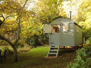 Garden room Rustic style garden by Roundhill Shepherd Huts Rustic