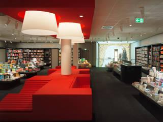 Retail / Buchhandlung Hugendubel Schweinfurt:  Geschäftsräume & Stores von MatthiasFranz.Innenarchitekten GmbH