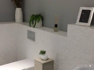Pure white Freshwater Mother of Pearl mosaics used by our partner, Inca Design ShellShock Designs Salle de bain moderne