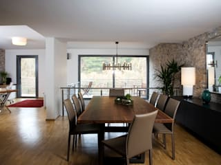 Modern dining room by Escapefromsofa Modern