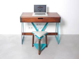 1020 DESK SYSTEM par PIERRE FURNEMONT DESIGN STUDIO Moderne